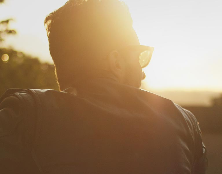 Man enjoying a sunset 3 | Fon